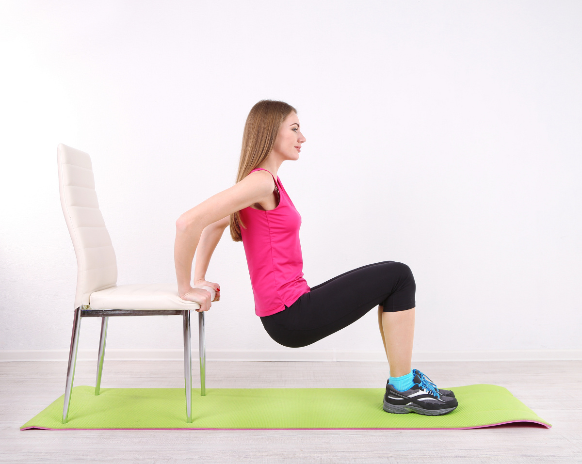 8 exercices fitness et musculation r aliser avec une chaise for Fitness musculation