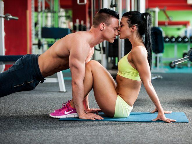 5 Exercices de musculation à faire à deux
